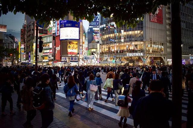 日本人の男女がセフレと連絡する頻度や会ってセックスする頻度の平均回数