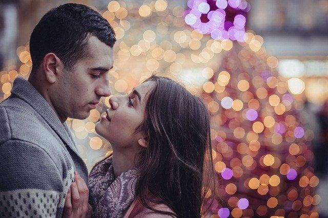 クリスマスにデートに誘えばエッチがヤレる確率は高い