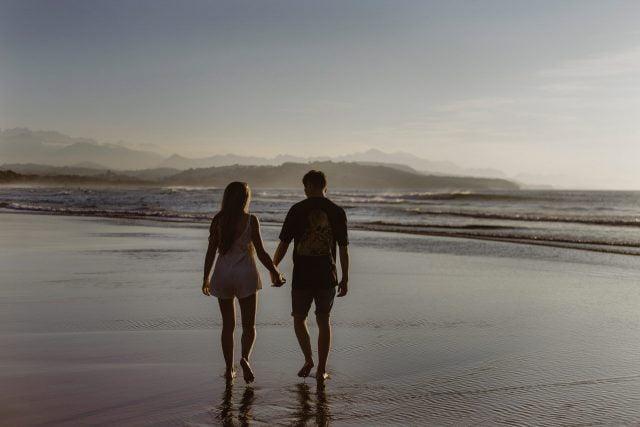 セフレをデートや旅行に誘う時の注意点