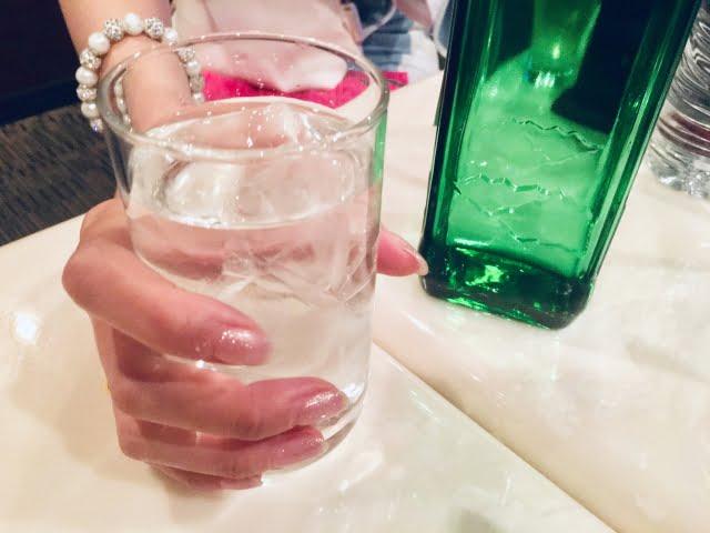 キャバクラで飲む